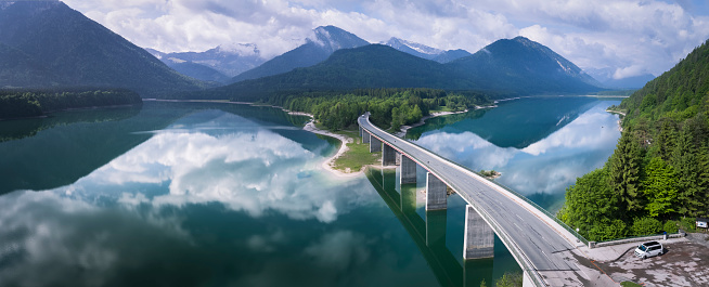 Lenggries「Germany, Bavaria, Sylvenstein dam and bridge with the Alps in background」:スマホ壁紙(16)