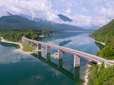 Lenggries「Germany, Bavaria, Sylvenstein dam and bridge with the Alps in background」:スマホ壁紙(17)