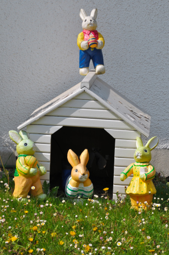 Easter Bunny「Germany, Bavaria, View of doghouse with easter bunny」:スマホ壁紙(7)