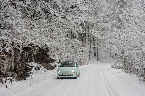 Snow「Germany, Bavaria, Berchtesgadener Land, car on rural road in winter landscape」:スマホ壁紙(14)