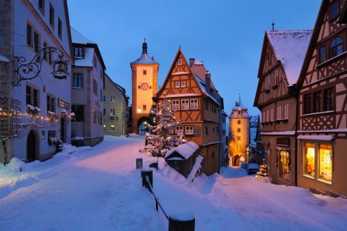 Snow scene「Germany, Bavaria, View of Sieber tower and Kobolzeller tower during winter」:スマホ壁紙(18)