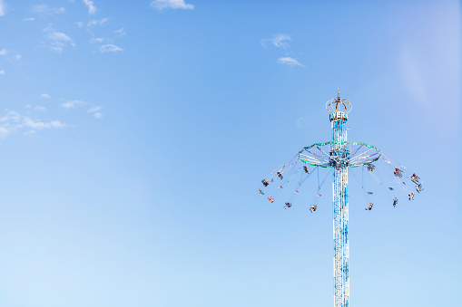Merry-Go-Round「Germany, Bavaria, Munich, Low angle view of Bayern Tower chain swing ride standing against clear sky」:スマホ壁紙(18)