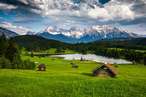 European Alps「Germany, Bavaria, Karwendel Mountains with Lake Gerold - Tracking shot」:スマホ壁紙(7)