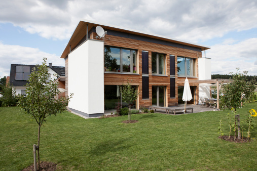 Germany「Germany, Bavaria, Nuremberg, View of modern house with garden」:スマホ壁紙(11)