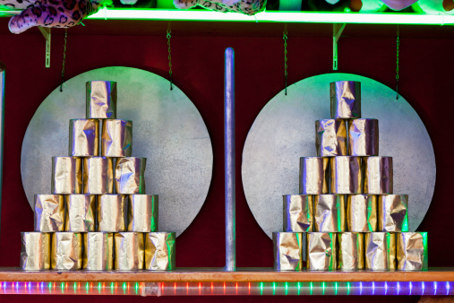 Sports Target「Germany, Bavaria, Munich, Pyramid of tin cans in fairground booth at oktoberfest」:スマホ壁紙(17)
