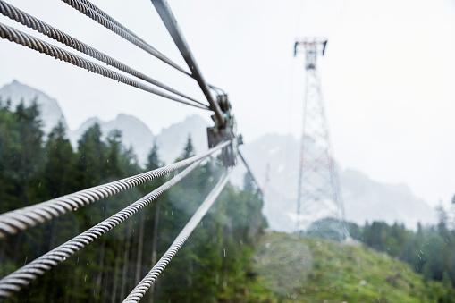 Pole「Germany, Bavaria, Garmisch-Partenkirchen, Zugspitze, steel rope of goods cable lift in rain」:スマホ壁紙(8)