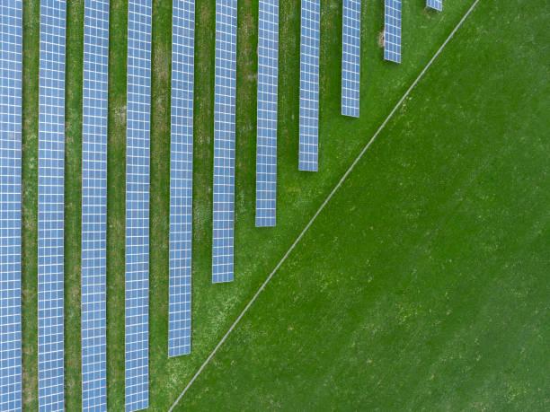 Germany, Bavaria, aerial view of solar panels:スマホ壁紙(壁紙.com)