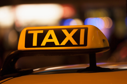 Taxi「Germany, Bavaria, Munich, Illuminated sign on taxi showing availability」:スマホ壁紙(15)