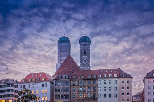 Munich「Germany, Bavaria, Munich, Munich Frauenkirche, steeples in the evening」:スマホ壁紙(17)