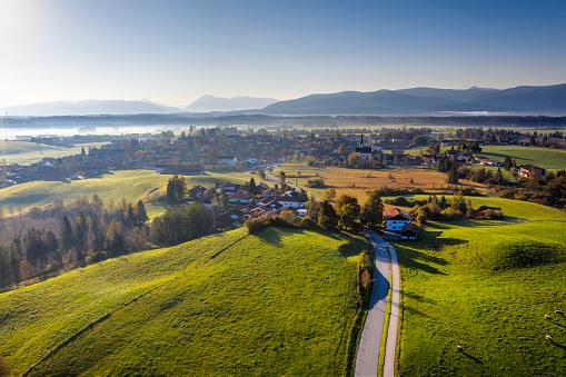秋「Germany, Bavaria, Foothills of the Alps, Toelzer Land, Aerial view of Sachsenkam」:スマホ壁紙(16)