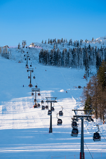 Aerial tramway「Germany, Bavaria, Bavarian Forest in winter, Arber cable car, Great Arber ski area」:スマホ壁紙(15)