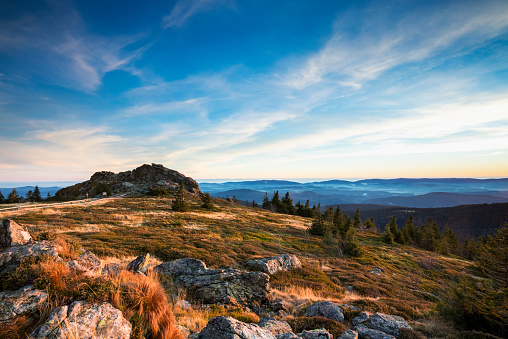 Bavarian Forest「Germany, Bavaria, Bavarian Forest National Park, View from Great Arber to Wagnerkopf in autum and evening light」:スマホ壁紙(2)