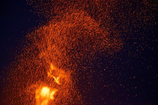 Flame「Germany, Bavaria, Midsummer bonfire at night」:スマホ壁紙(12)