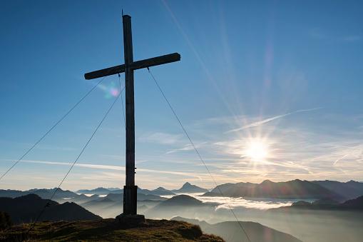 Jachenau「Germany, Bavaria, Jachenau, summit cross on Hirschhoernlkopf」:スマホ壁紙(18)