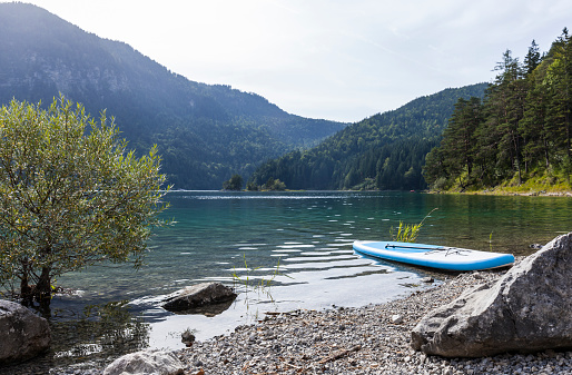 Water's Edge「Germany, Bavaria, Eibsee, surfboard at lakeshore」:スマホ壁紙(17)