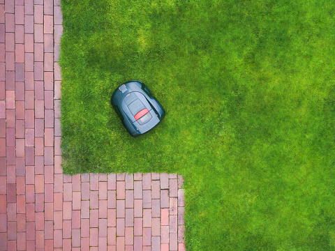 Independence「Germany, Bavaria, robotic lawn mower on meadow」:スマホ壁紙(6)