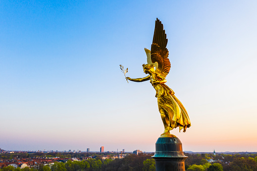 Female Likeness「Germany, Bavaria, Munich, Drone view of Angel of Peace monument at dawn」:スマホ壁紙(6)