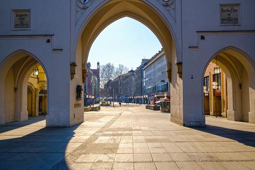 Munich「Germany, Bavaria, Munich, MedievalKarlstorgate and emptyNeuhauserStrasse」:スマホ壁紙(3)