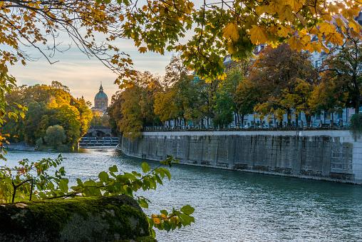 Munich「Germany, Bavaria, Munich, River Isar, Prater Island and St Luke's church in autumn」:スマホ壁紙(4)