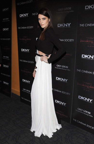 "Landmark Theatres「The Cinema Society & DKNY Host A Screening Of ""The Twilight Saga: Breaking Dawn - Part 1"" - Inside Arrivals」:写真・画像(14)[壁紙.com]"
