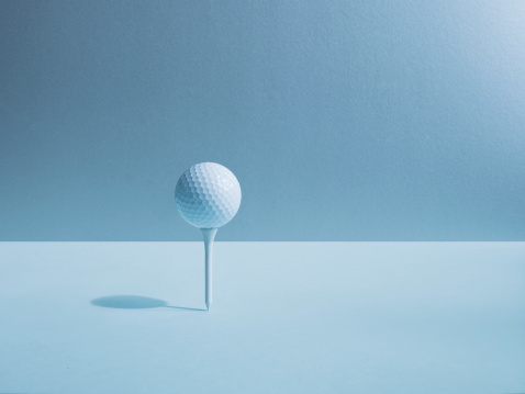 Blue Background「Golf ball balancing on tee」:スマホ壁紙(2)