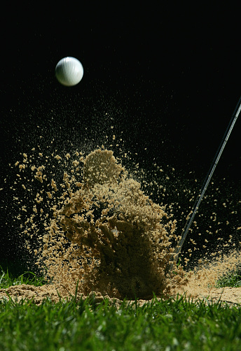 Taking a Shot - Sport「Golf Ball Being Hit」:スマホ壁紙(4)