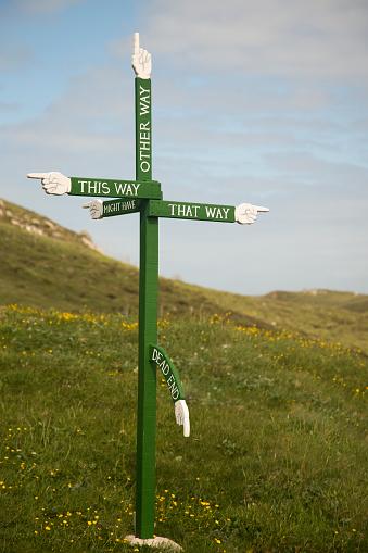 Guidance「UK, Scotland, Isle of Harris, abstruse sign post」:スマホ壁紙(5)