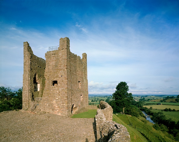 Physical Geography「Brough Castle, Cumbria, c2000s(?)」:写真・画像(19)[壁紙.com]