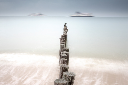 Calais「France, Brittany, Breakwater at beach of Calais」:スマホ壁紙(11)