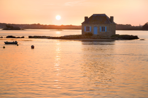 Lost「France, Brittany, fishermans cottage on small island at sunset」:スマホ壁紙(8)