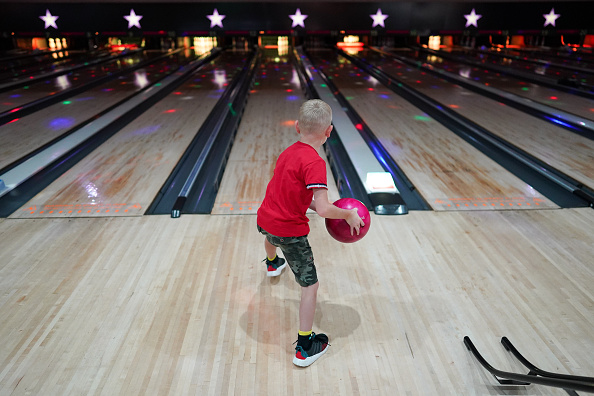 Threading「Brits Return To The Lanes As Bowling Alleys Reopen」:写真・画像(7)[壁紙.com]