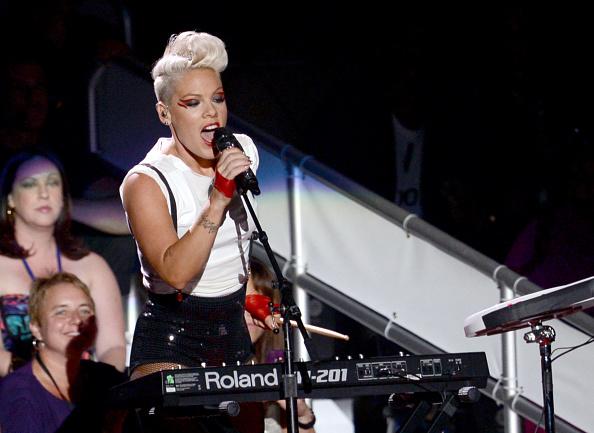 Fingerless Glove「2012 MTV Video Music Awards - Show」:写真・画像(18)[壁紙.com]