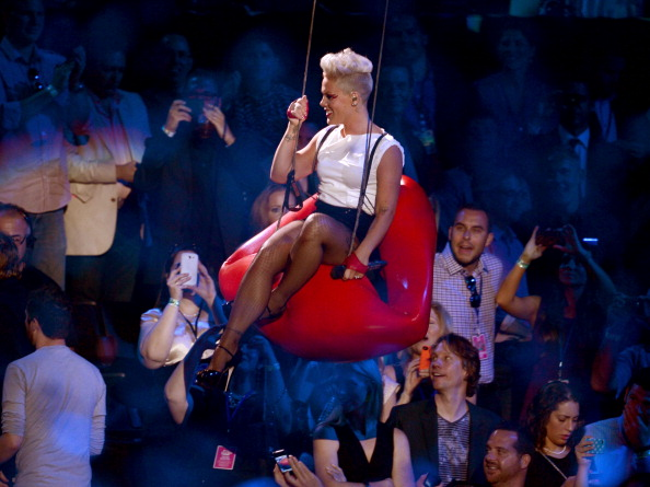 Fingerless Glove「2012 MTV Video Music Awards - Show」:写真・画像(16)[壁紙.com]