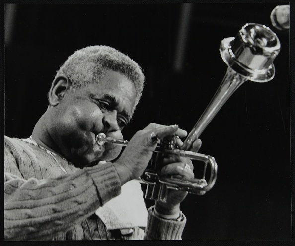 トランペット「Dizzy Gillespie performing with the Royal Philharmonic Orchestra, Royal Festival Hall, London, 1985. Artist: Denis Williams」:写真・画像(13)[壁紙.com]