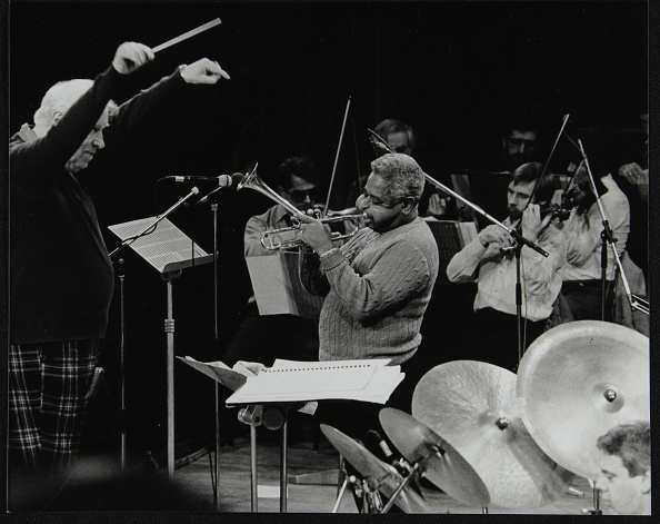 ドラマー「Dizzy Gillespie playing with the Royal Philharmonic Orchestra, Royal Festival Hall, London, 1985. Artist: Denis Williams」:写真・画像(8)[壁紙.com]
