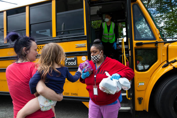 Seattle School Bus Delivers Lunches To Kids During Coronavirus Shutdown:ニュース(壁紙.com)