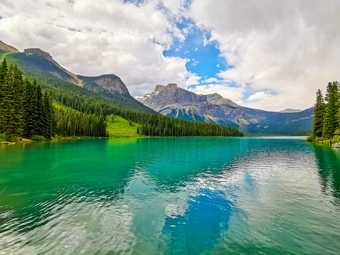 Yoho National Park「Emerald Lake and the President Range, Yoho National Park, Canada」:スマホ壁紙(3)