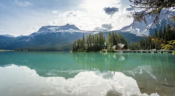 Yoho National Park「Emerald Lake in the morning, Yoho National Park, British Columbia, Canada」:スマホ壁紙(3)