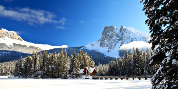 Yoho National Park「Emerald Lake Lodge Winter Island」:スマホ壁紙(19)