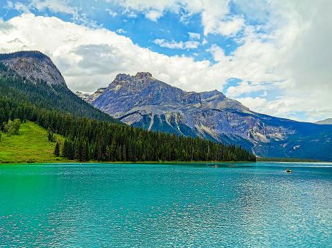 Yoho National Park「Emerald Lake, The President and Michael Peak, Yoho National Park, Canada」:スマホ壁紙(7)