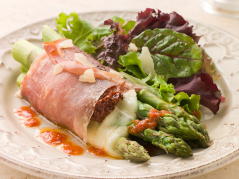 Vinaigrette Dressing「Roasted Asparagus spears with Mozzarella Cheese and Sun Dried Tomatoes wrapped in Prosciutto」:スマホ壁紙(12)