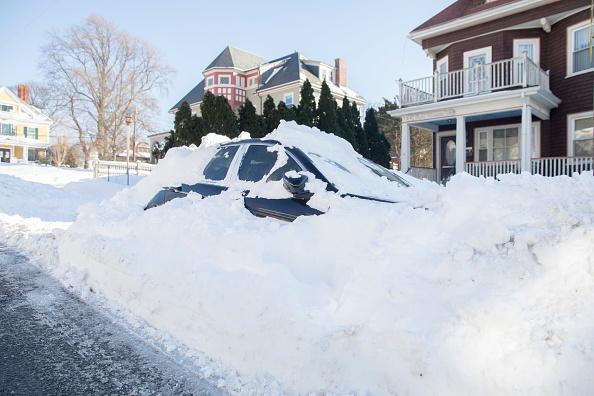 "Snow「Northeast U.S. Digs Out After  ""Bomb Cyclone"" Snowstorm」:写真・画像(4)[壁紙.com]"