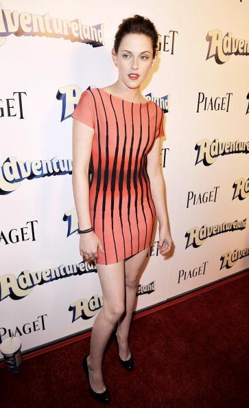 "Pencil Dress「Premiere of Miramax Films' ""Adventureland"" - Arrivals」:写真・画像(2)[壁紙.com]"