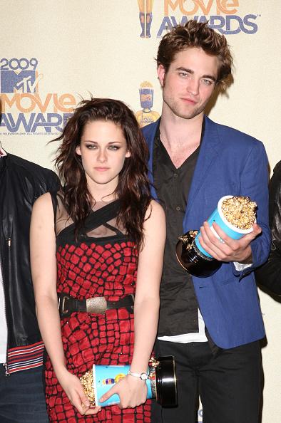 ロバート・パティンソン「18th Annual MTV Movie Awards - Press Room」:写真・画像(1)[壁紙.com]