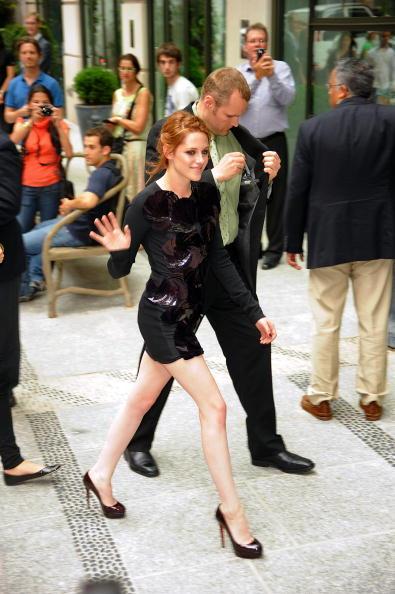 "Mini Dress「The Cinema Society Screening Of ""The Twilight Saga: Eclipse"" - Outside」:写真・画像(2)[壁紙.com]"