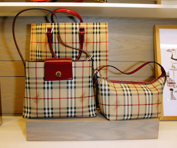 タータンチェック「Burberry Accessory Shop Opening at Bloomingdales」:写真・画像(3)[壁紙.com]
