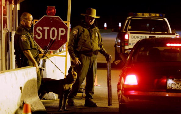 税関「San Diego CBP Patrols California -Mexico Border」:写真・画像(5)[壁紙.com]