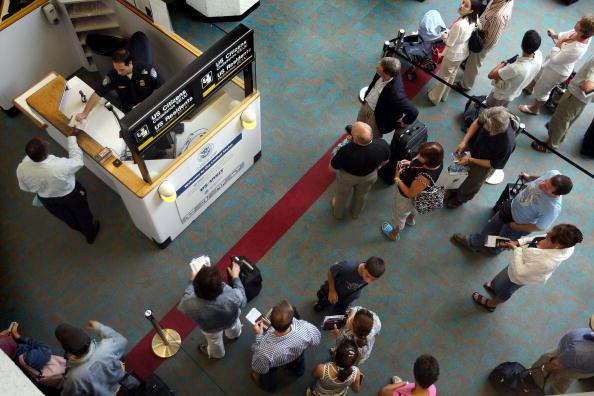 Visit「Passport Rules Relaxed In Advance Of Summer Travel Season」:写真・画像(4)[壁紙.com]