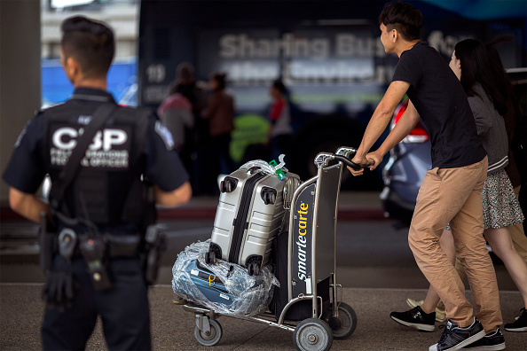 LAX Airport「Security Tightened At LAX During Busy Fourth Of July Weekend」:写真・画像(10)[壁紙.com]