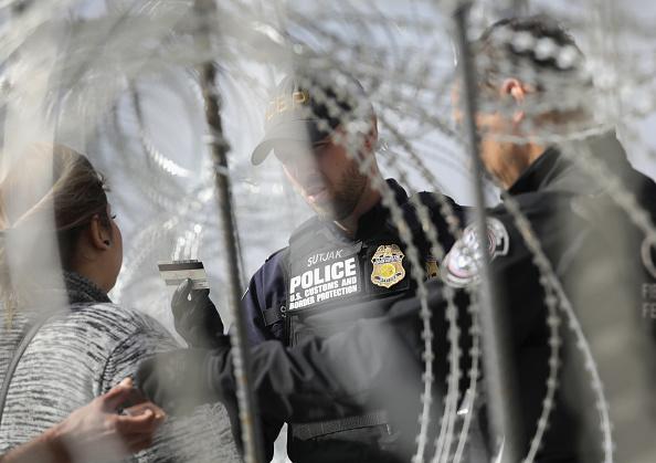 Entrance「U.S. Fortifies Border Ahead Of Migrant Caravan」:写真・画像(12)[壁紙.com]